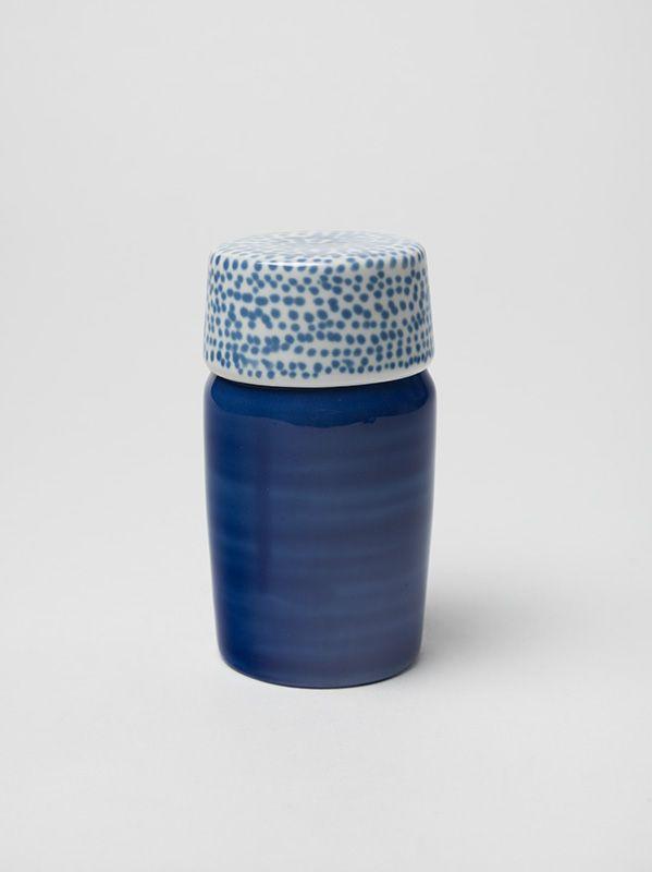 Maria Bartuszová - Modrá nádoba na skladovanie potravín