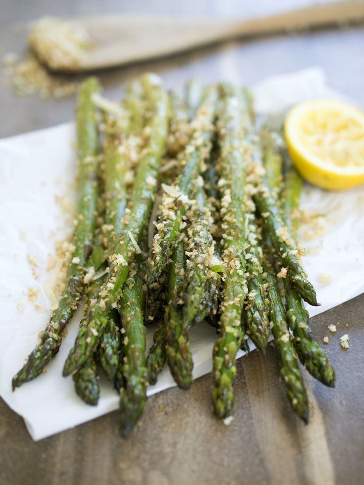 Quick and Easy Roasted Asparagus tossed with homemade garlic Parmesan breadcrumbs. The perfect side dish! #recipe #side #asparagus #vegetables