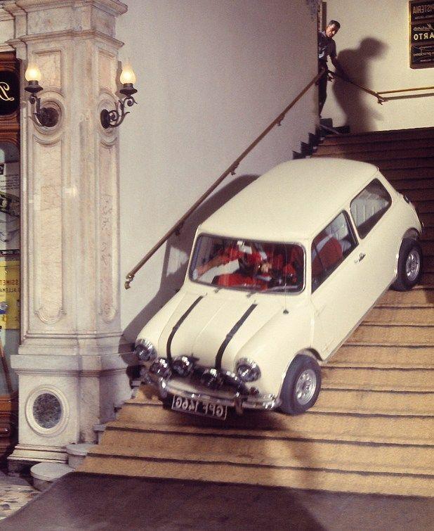 Transportmiddel - Mini Cooper, een authentieke, gezellige auto. Bron : italian job