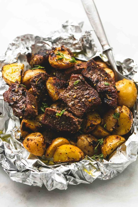 Juicy and savory seasoned garlic steak and potato foil packs are the perfect baked or grilled 30 minute hearty, healthy meal.