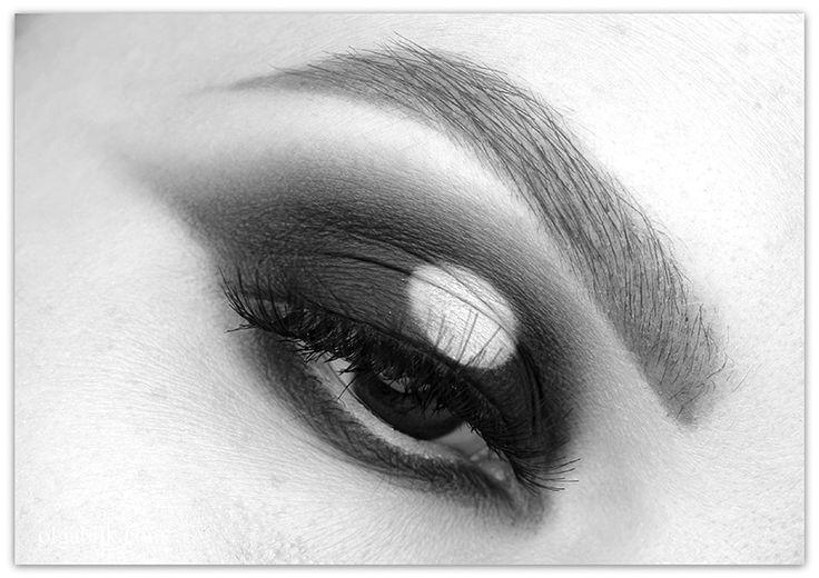Black and white makeup smoky eyes