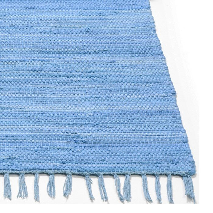 Our plain blue saga rug is perfect for a child's bedroom and is 100% machine washable! Gifts, rugs and inspiration for bedrooms and home decoration from Skandihome.com