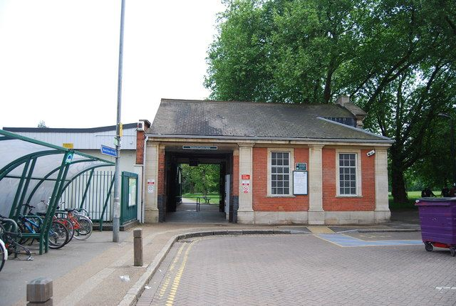 Wandsworth Common Railway Station (WSW) in Wandsworth, Greater London