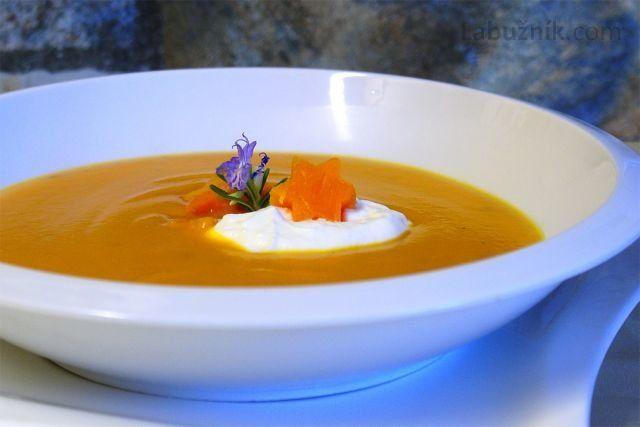 Podzimní hřejivá dýňová polévka
