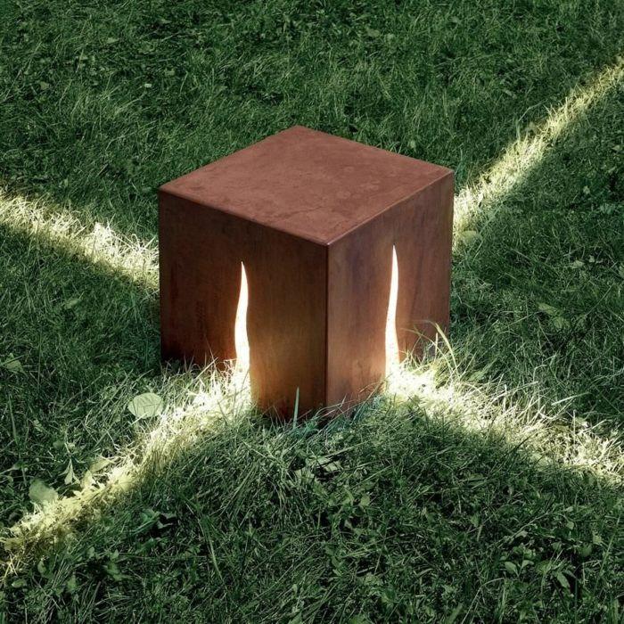 Sculpture cube de lumère en acier corten matériaux bruts construction