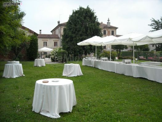 http://www.lemienozze.it/operatori-matrimonio/luoghi_per_il_ricevimento/villa-da-porto-slaviero/media/foto/10 Villa con giardino per un ricevimento di nozze all'aperto.