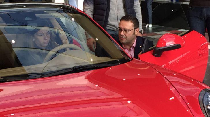 Porsche Gives Simona Halep a Red 911 Carrera 4 http://www.autoevolution.com/news/porsche-gives-simona-halep-a-red-porsche-911-carrera-4-88240.html