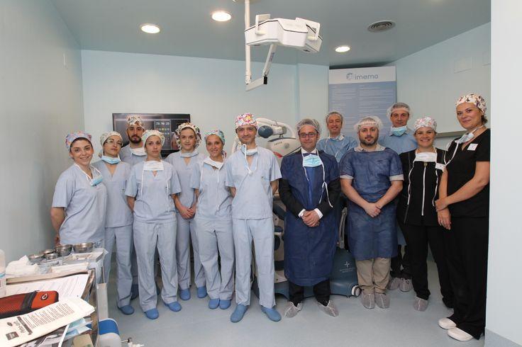 Equipo de Imema con el de Restoration Robotics (empresa americana que ha desarrollado el robot). http://www.imema.es/clinica-imema/equipo-medico