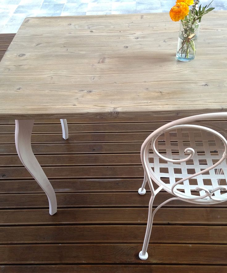 DIY shabby chic table weathered with vinegar and steel. How to age new wood with a natural method.