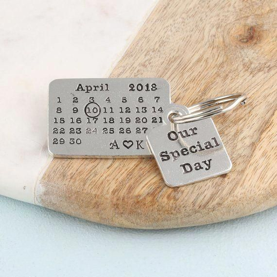 Personalised Special Day Pewter Calendar Keyring Couples Gift for Boyfriend and Girlfriend,Anniversary Gift for Him,Anniversary Gift for Her #Couplegi