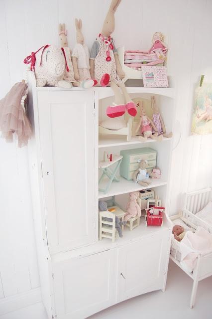 les 25 meilleures id es de la cat gorie organisation de placard des maternelles sur pinterest. Black Bedroom Furniture Sets. Home Design Ideas