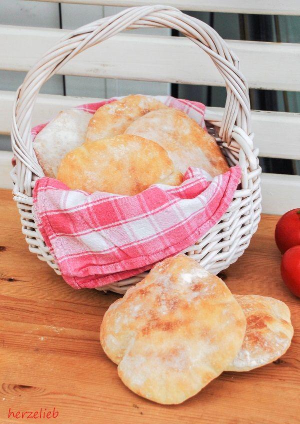 Für das Rezept für die Brottaschen braucht man nur 4 Zutaten