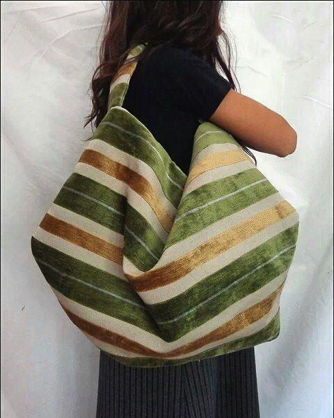 Velvet stripes hobo bag #handmade #hobobag #fabricbag #hobo #stripes #green #gold #velvet #crafty #creative #fashion #bag #handmadebags #fabric #craftyamelia #craftyameliabag #pic #fashion #fashionblogger #fashionbag #stylishbags #bagblogger #madeincremona