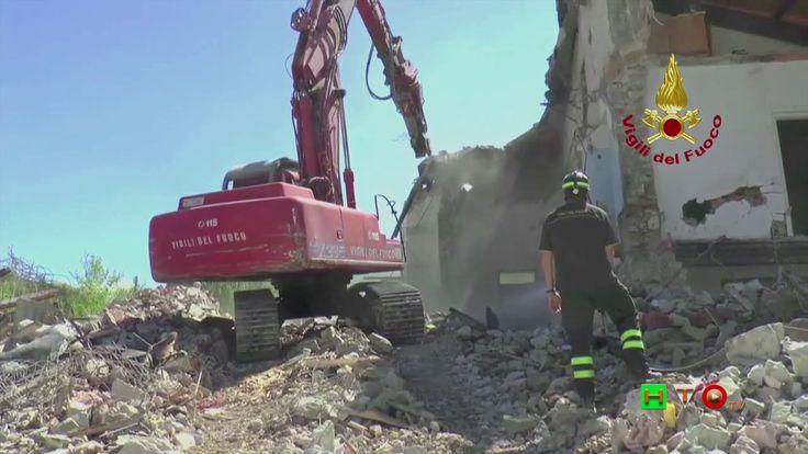 Vigili del Fuoco - Pieve Torina - Sontaggio edifici civili su SP 209 Val...