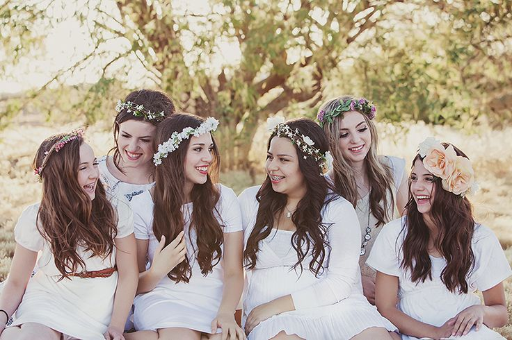 This is so cute! These girls had a young women's shoot for whoever finished the Book of Mormon within a year. Such an awesome idea! Would be cute to have a shoot with all young women too!   Chandra Delite Photography