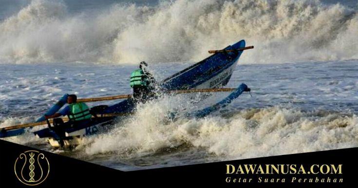 Para nelayan di Pantai Ippi Ende, Nusa Tenggara Timur (NTT), mengaku selama sepekan ini tidak bisa melaut karena angin kencang dan gelombang besar.