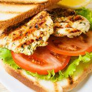 Ιδεες για πικ νικ-Σάντουιτς με ψητό κοτόπουλο, μοτσαρέλα και σάλτσα πέστο