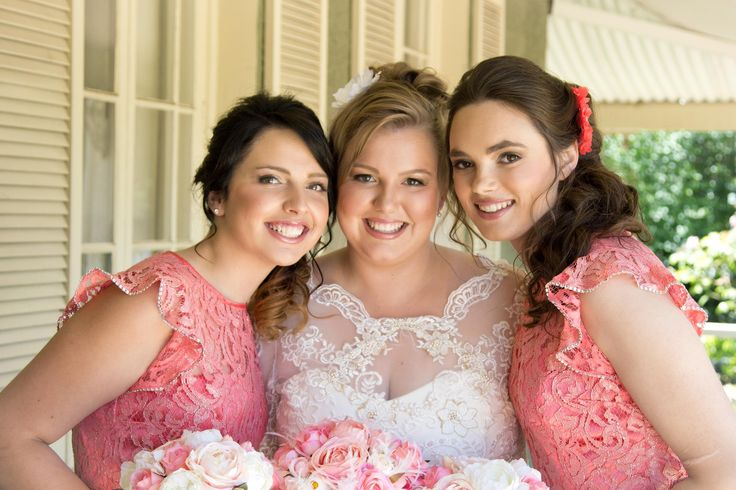 Love their natural glowing makeup and that the bridesmaids have matching but slightly different lip colour to the bride