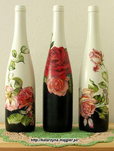 Creo que estos son pintados y decoupaged botellas de vino, pero este sitio no está en Inglés. Son tan bonita !: