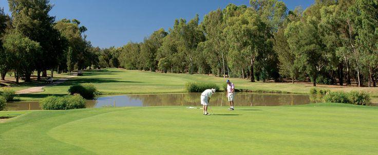 Engelli Milli Takım oyuncularımızdan Ahmet Özyazıcı ve Mehmet Kazan ülkemizi temsil etmek için Portekiz'e gidiyor. Portekiz'in Algavre Bölgesi'ndeki Faro şehrinde gerçekleşecek olan turnuva; EDGA premier serilerinin 2015'teki ilk turnuvası olma özelliğini de taşıyor. Müsabaka 18-20 Nisan 2015 tarihleri arasında Penina Hotel& Golf Resort'da gerçekleşecek. 54 çukurluk golf sahasında gerçekleşecen olan...