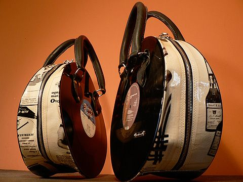 Bolsos diseñados a partir de discos de vinilo. #reutilizar // #reuse