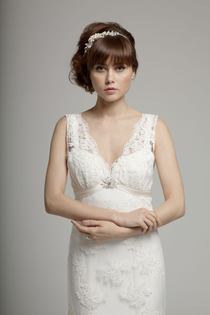 Annabelle Lace  gown with V-neckline www.melaniepotro.com