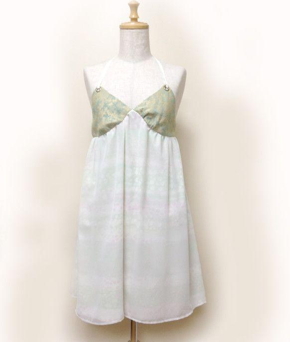 マザーグースの詩、「森の中でジプシーと・・・」をイメージしたホルターネックのワンピース。少女がジプシーに誘われて入っていく森の緑をイメージして作りました。胸の...|ハンドメイド、手作り、手仕事品の通販・販売・購入ならCreema。