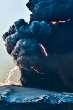Best Volcanos Images On Pinterest Landscapes Mother Nature - Amazing footage captures a lightning storm inside volcanic ash plume