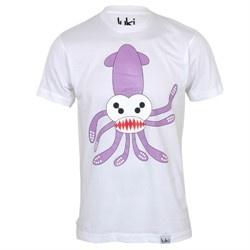 """Luki T-Shirt """"Octopussy""""  Herrsche mit einem Lächeln! Mit der Krake auf dem Shirt kann man auch mal die Hände in der Tasche lassen. Sie empfängt Deine Beute mit frechem Grinsen und offenen Tentakeln. Umarmung erwünscht, Überraschungen nicht ausgeschlossen. Tipp: Gibt's auch als Puppe!    Eingeschlagen in feinem Seidenpapier kommt das Shirt im original luki Pizzakarton. Delicious!"""