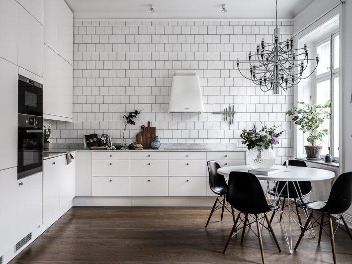 Ursnyggt kök och lägenheten i Vasastaden är till salu