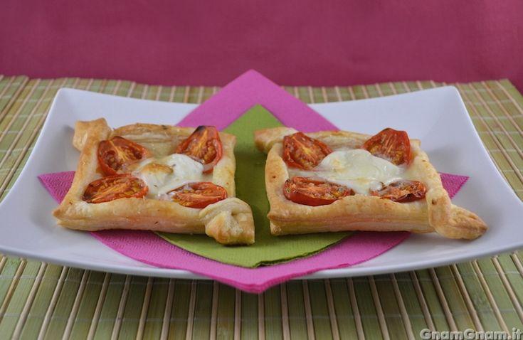 Scopri la ricetta di: Sfogliatine pomodoro e mozzarella