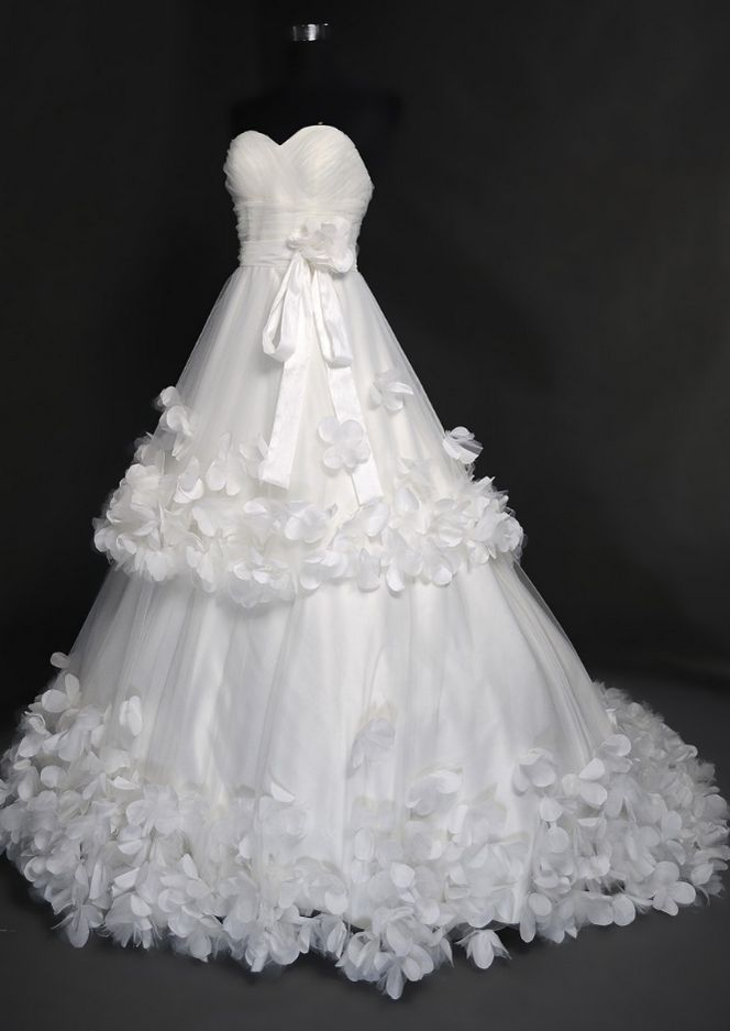 Strapless Sweetheart A-line Tiered Wedding Dress with 3D