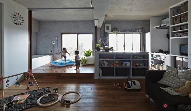 Badekar! Boligen her er kun på 41m2. Alligevel bor her en familie med to børn. Løsningen var en bolig med alt i et rum.