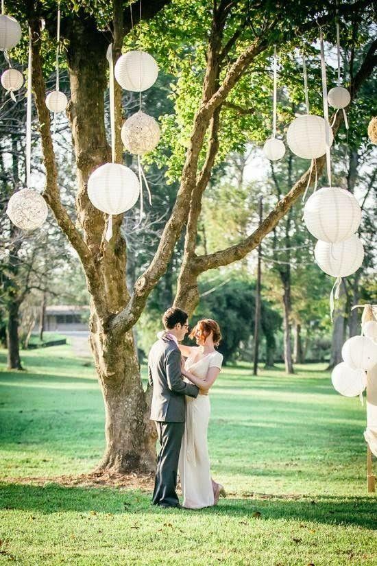 As lanternas de papel ou chinesas, sejam elas para usar com velas ou então as de modelo com lâmpadas, são um puro charme para a decoração d...
