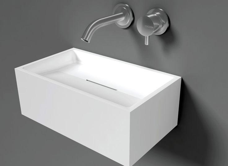 Wasbakje speciaal voor het toilet, in Nederland gemaaktDe San Jordi I heeft een interne sifon waardoor het niet nodig is een losse sifon te plaatsen. Het is beschikbaar is mat wit solid surface materiaal (Corian / LG Hi-Macs)Afmeting: 350 x 200 x 130 mm.