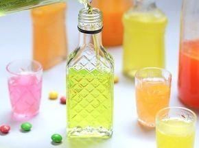 Skittles Wodka | 4 Süßigkeiten, die Du unfassbar schnell in Schnaps verwandeln kannst