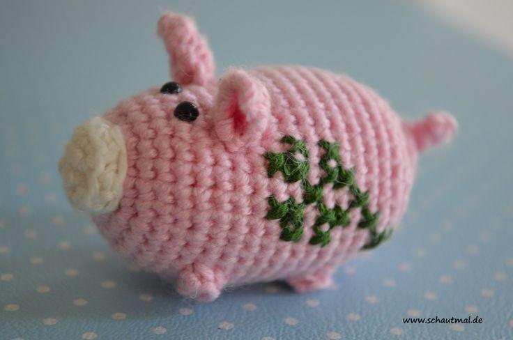Dreierlei vom Schwein. Ob klein, ob mittel, ob mit oder ohne Schlüsselring: Über diese kleinen Schweinchen freut sich zum Jahreswechsel jeder! Ein Foto, wie ich das Kleeblatt aufgestickt und ein Sc...