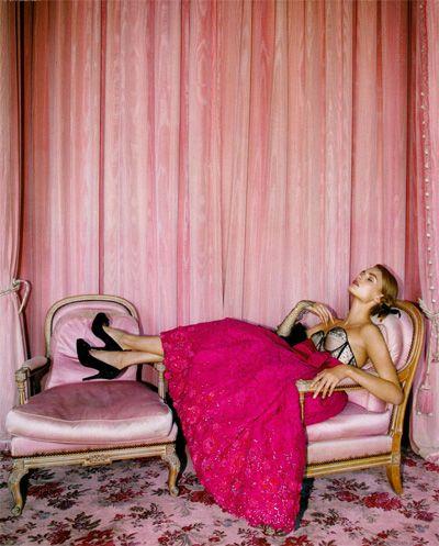 {Гламурный небольшой проект сторону}: {взлетно-посадочной полосы в редакции: Christian Dior}