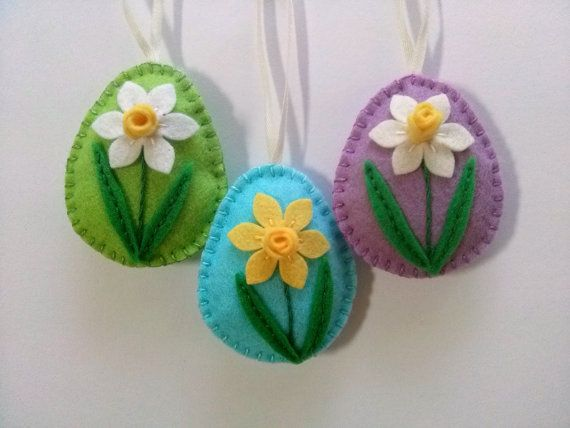 Felt easter decoration, felt egg with daffodil flower, Easter flower eggs, Easter ornaments, choice of color green, blue, lilac - 1 ornament