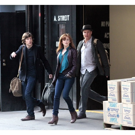 "Jesse Eisenbeg, Isla Fisher and Woody Harrelson were snapped on the NYC set of their heist thriller, ""Now You See Me."""