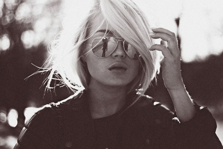 couldn't find this original photo on her blog, but I love this hairstyle...as a bob. Hers is longer & pulled back.