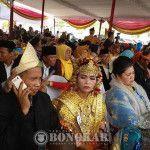 Yang Muda dan Kakek Nenek Nikah Massal di BKB Palembang
