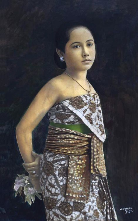 Sem Cephas (1870-1918). Beautiful portrait of a Javanese Woman, circa 1900. #batik