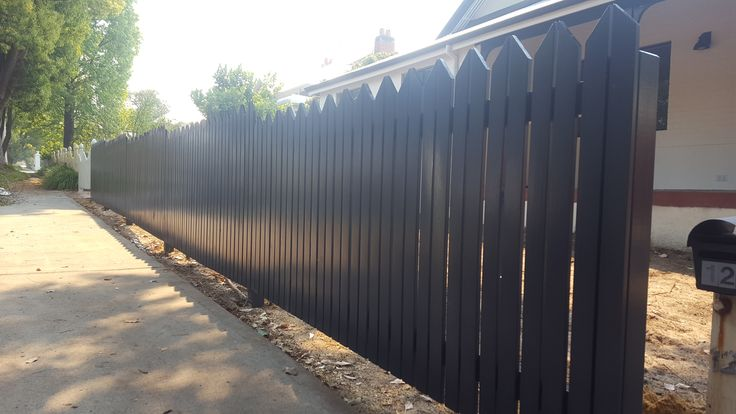 custom picket fence pointed tops