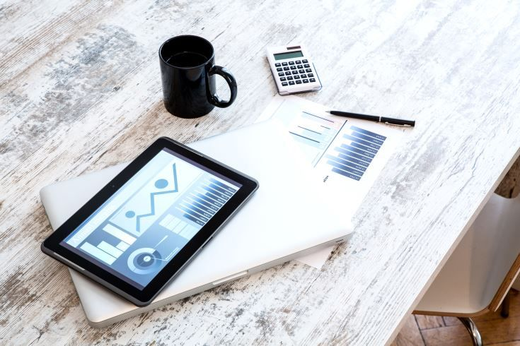 Los KPIs o Indicadores Clave de Rendimiento de un sitio web deben establecerse partiendo de los objetivos de negocio de la web. En este artículo te contamos cómo hacerlo. #MarketingRazonable #AnaliticaWeb