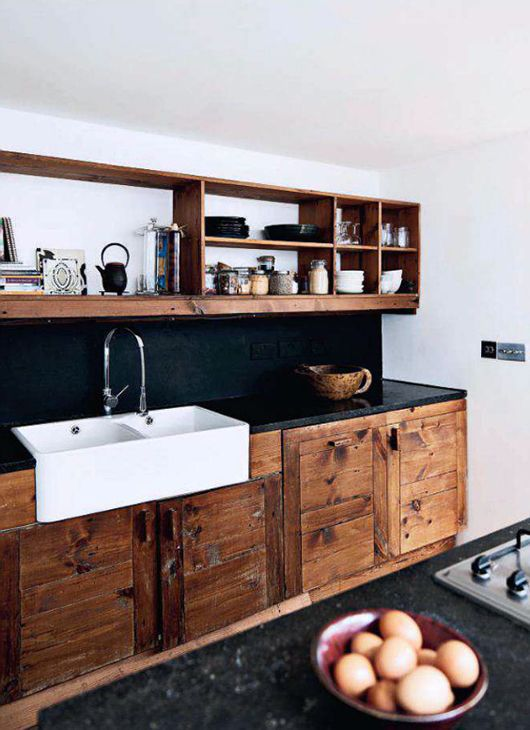 Black and reclaimed wood kitchen | interior decor