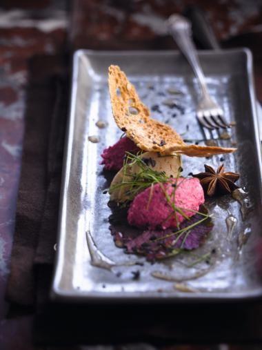 Foie gras / Faux gras met rode bietenmousse en jasmijnsaus