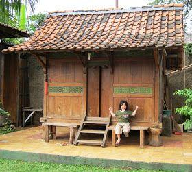 DIJUAL RUMAH TUA DARI KAYU JATI  1 unit Rumah Kayu dari Jawa Timur.  Di  tempat asalnya rumah kecil ini disebut JINEMAN, tempat yang digunak...