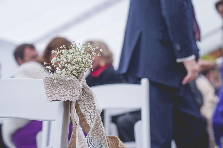 Cinta  de encaje y rafia para la decoración de la ceremonia religiosa .