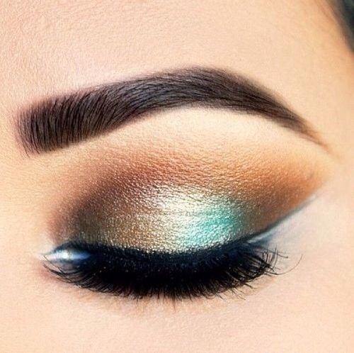 Gold + turquoise eyeshadow.  Via Womenstime.net